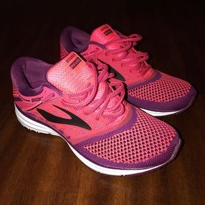 Brooks Revel Running Shoes Size 8 Pink